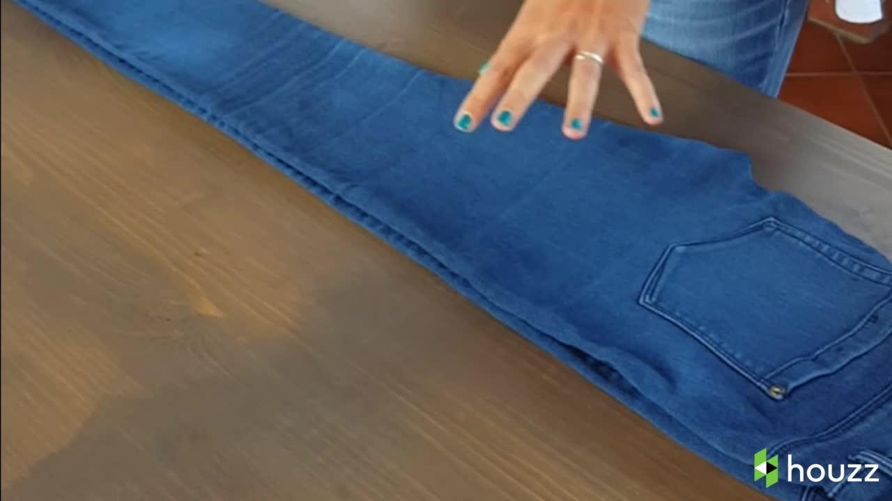 Come Piegare Un Maglione.Poco Spazio Nell Armadio Ecco Come Piegare I Jeans Radio Monte Carlo