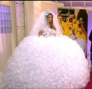 Vestiti Da Sposa Strani.Abiti Da Sposa Cosi Esagerati Da Sembrare Finti Foto 1 Di 7