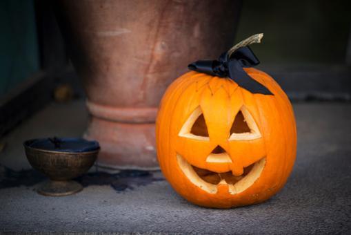 Immagini Zucca Di Halloween.Sai Decorare La Zucca Di Halloween Ecco Alcune Dritte Foto 1 Di 4 Radio Monte Carlo