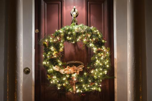 Immagini Di Ghirlande Di Natale.Ghirlande Di Natale Il Perche Di Una Meravigliosa Tradizione Foto 1 Di 4 Radio Monte Carlo