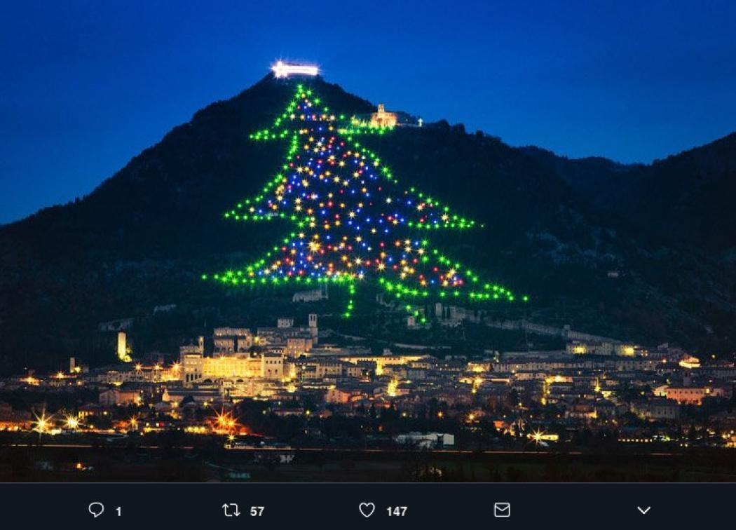 Albero Di Natale Gubbio.L Albero Di Natale Piu Grande Del Mondo Si Trova A Gubbio Radio