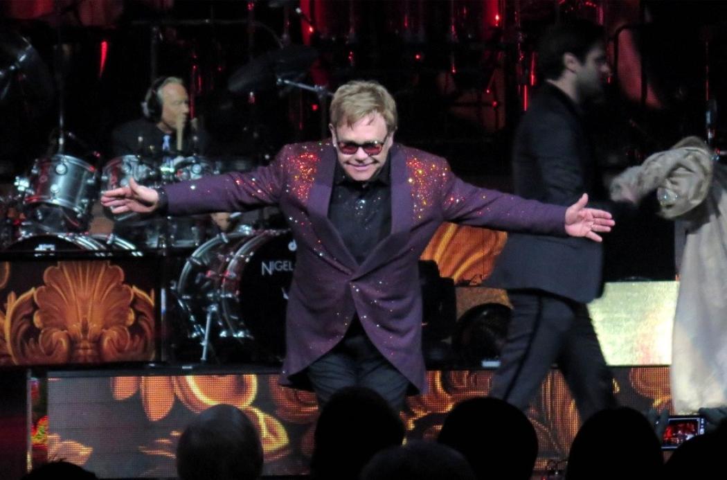 Elton John ha l'influenza: cancellato il concerto di stasera a Verona
