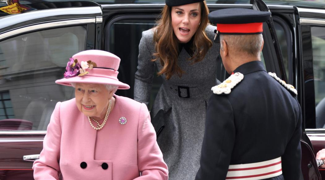 Kate Middleton per la prima volta sola con la Regina Elisabetta