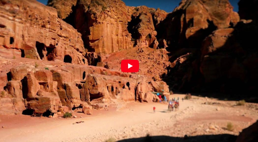 L'hotel? Si ispira alle meraviglie di Petra. Guarda il video