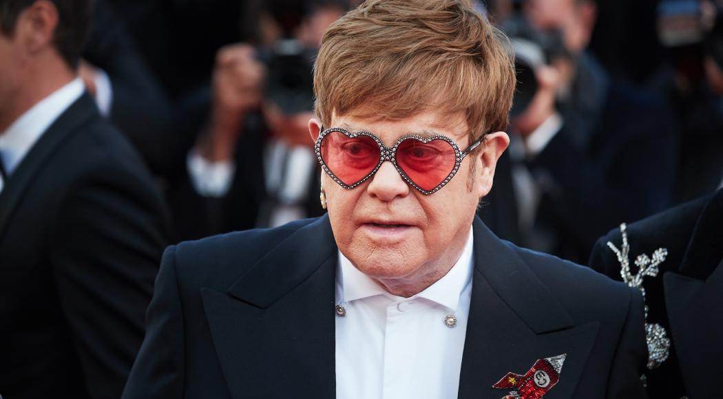 Elton John sfoggia un outfit da urlo per l'anteprima mondiale di Rocketman!