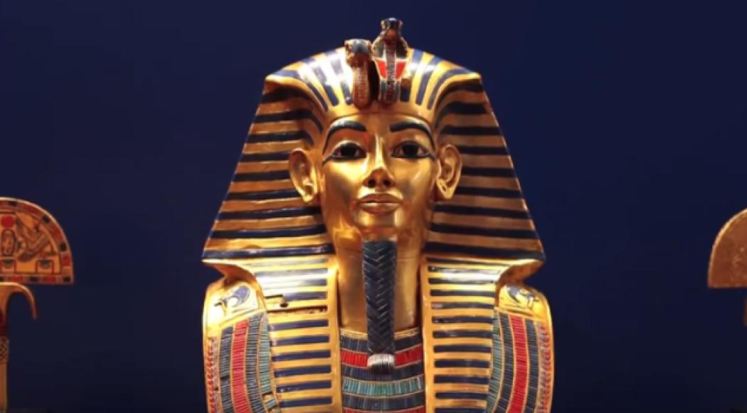 Tutankhamon: il faraone bambino affronta il suo primo lifting