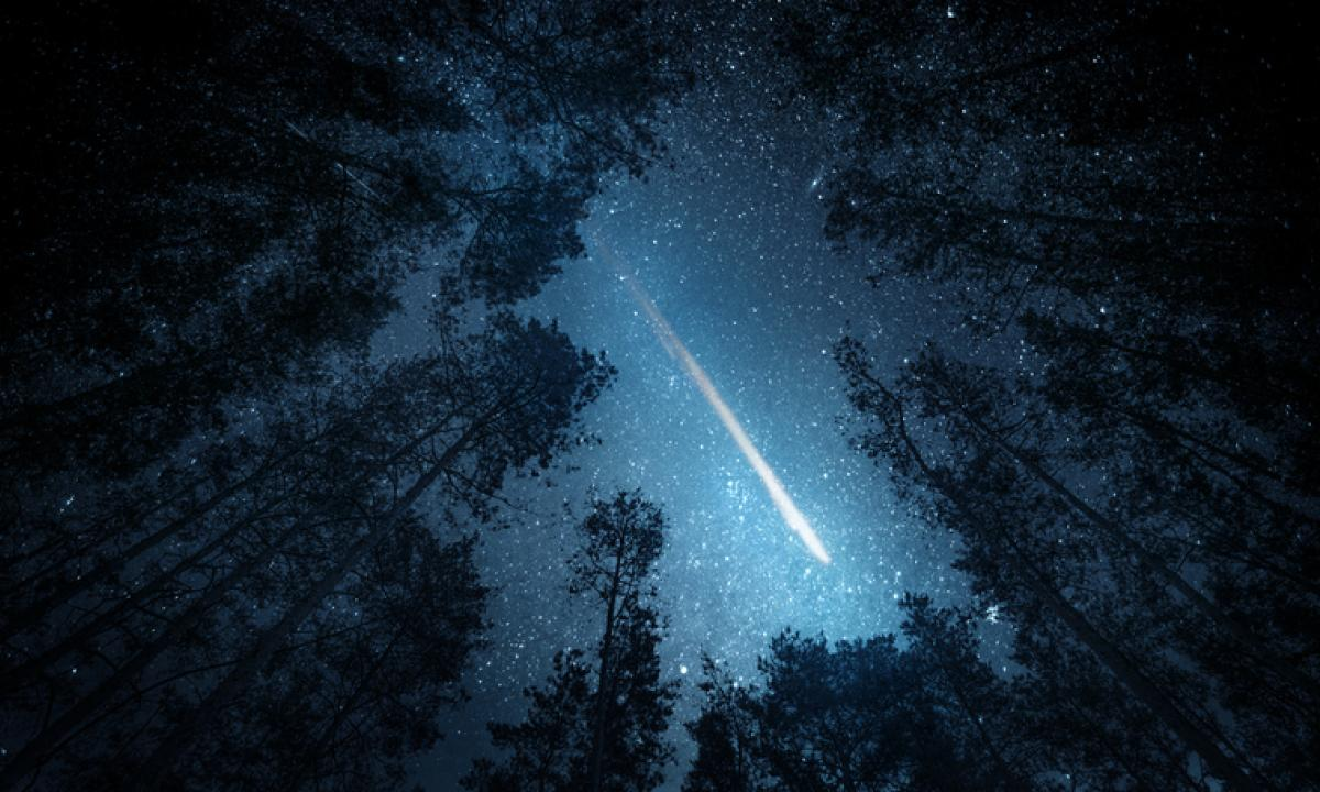 Stella Cadente Di Natale.La Cometa Di Natale E Tante Stelle Cadenti Nel Cielo Di Dicembre Radio Monte Carlo
