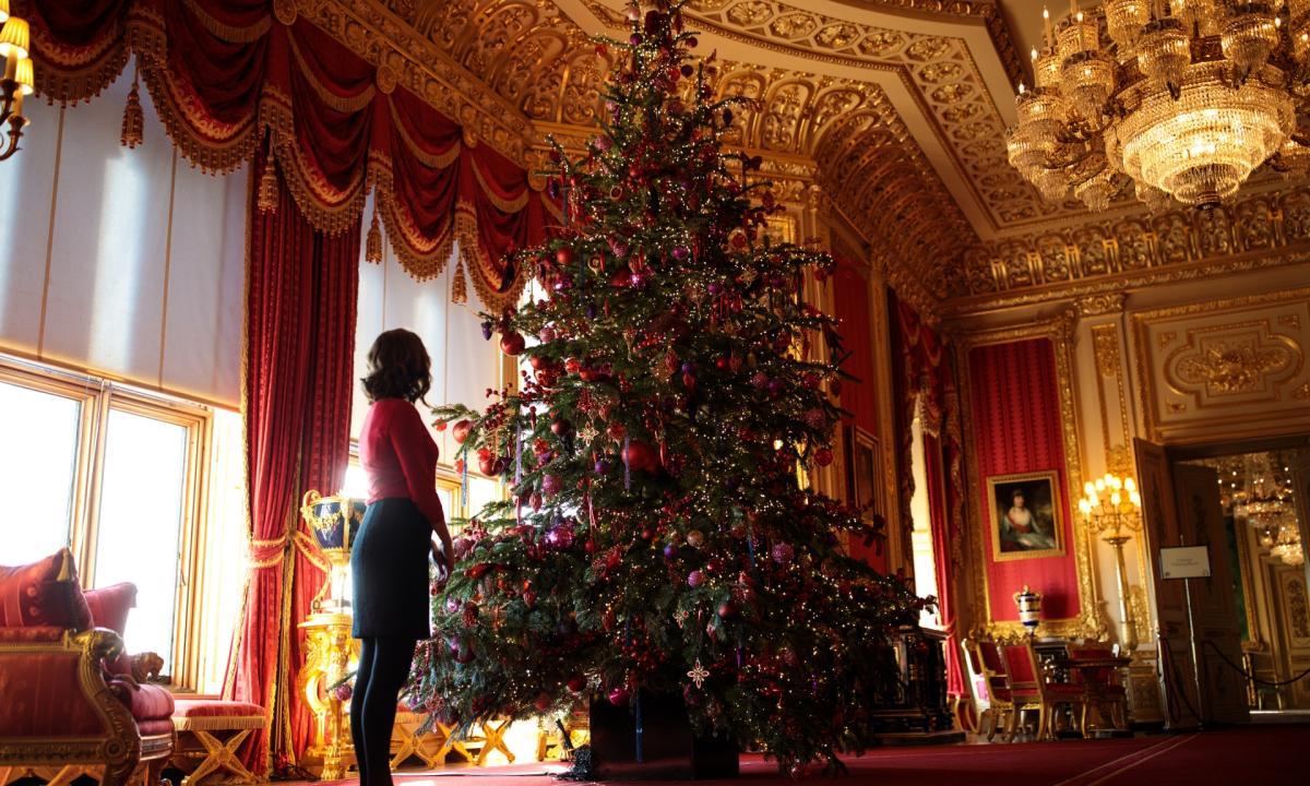 Foto Natale Famiglia Reale Inglese 1990.Regina Elisabetta Le Piu Belle Foto Di Natale Foto 1 Di 10 Radio Monte Carlo