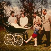Principe e bisnonno: la foto più bella del Duca di Edimburgo è quella con i Royal Baby