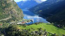 Il villaggio norvegese che è un vero paradiso naturale: le foto