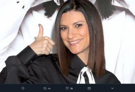 Laura Pausini e quella volta che un uomo suonò al campanello dicendo:  Sono il tuo regalo di compleanno