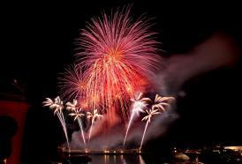 I fuochi d'artificio dell'Italia accendono il cielo di Monte Carlo