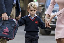 Baby George: i compagni di scuola gli hanno trovato un bel soprannome. Ti riveliamo qual è
