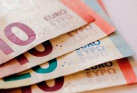 Gli italiani spendono di meno e risparmiano di più. È un bene?