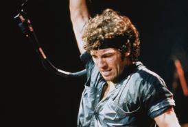 25  agosto:  Bruce Springsteen pubblica  Born To Run