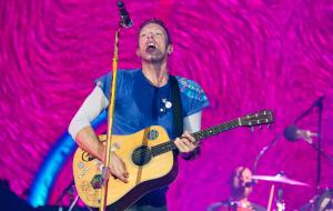 Chris Martin: sul palco con i figli Apple e Moses
