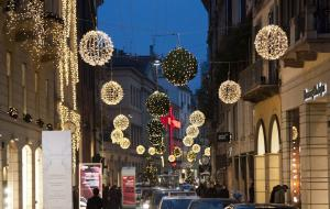 Christmas in  via Montenapoleone  by RMC
