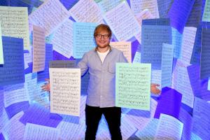 Ed Sheeran annuncia il nuovo singolo Bad Habits. Con una sorpresa!