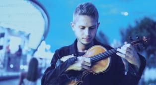 Scopri chi è Federico Mecozzi, il talentuoso musicista collaboratore di Einaudi