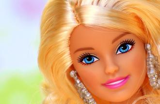Svelato in un tweet il cognome di Barbie
