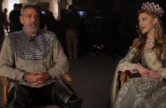 George Clooney indossa l'armatura  per un caffè