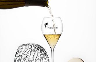 Franciacorta: un unico termine che definisce il territorio, il vino, il metodo di produzione.
