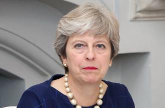 UK: premier May evita la sfiducia ma il futuro resta incerto.