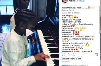 Madonna pubblica il video con le prove al pianoforte delle figlie Stella ed Estere