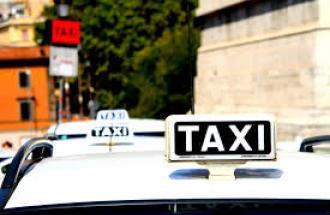 Roma, proteste taxi: traffico in centro in tilt.