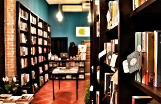 """Il libro giusto per ogni stato d'animo: ecco la """"Piccola farmacia letteraria"""" di Firenze"""