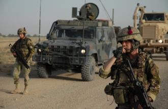 Il ritiro dei militari italiani dall'Afghanistan: l'ipotesi divide il governo.