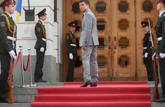 Un comico guiderà l'Ucraina? Vladimir Zelensky arriva al ballottaggio.