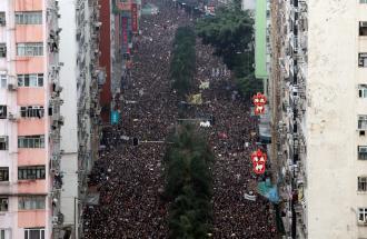 A HONG KONG ALTRA DOMENICA IN PIAZZA: PERCHE' LA PROTESTA NON SI PLACA?