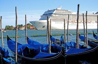 Navi da crociera a Venezia, metterle al bando oppure no?