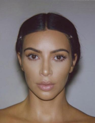 Il nuovo profumo di Kim Kardashian avrà la forma del suo corpo