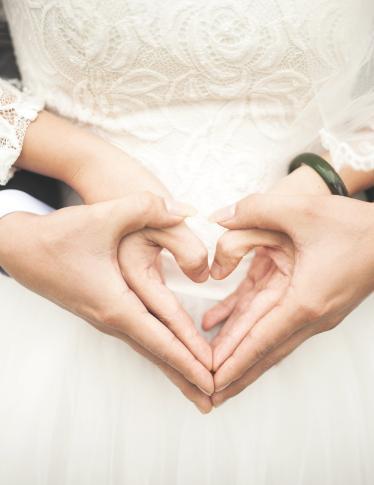 b09d269137b8 L abito da sposa non vi serve più  Vendetelo! - Radio Monte Carlo