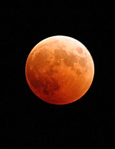 Tutti pronti per l'eclissi lunare più lunga del secolo?