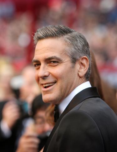 George Clooney sfila sul red carpet… con la suocera!