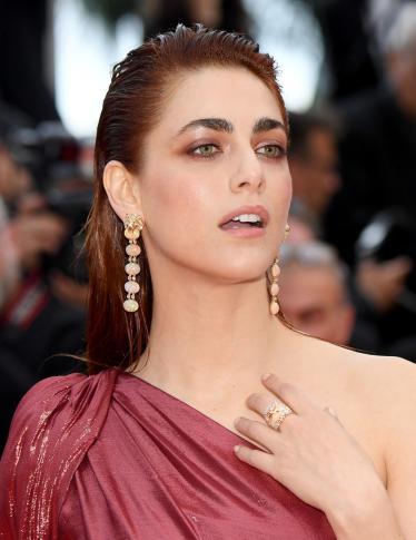 Miriam Leone in rosso infiamma il red carpet di Cannes