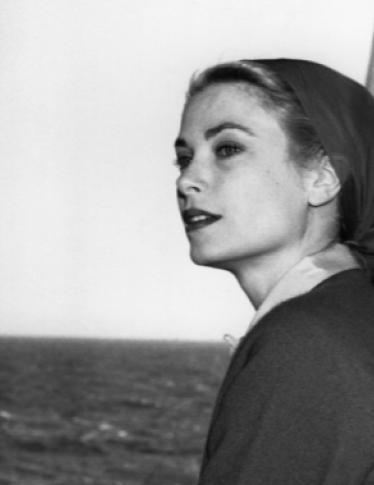 Grace Kelly: la sua lezione di stile per la spiaggia è ancora attualissima