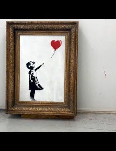 Banksy pubblica un nuovo video e prova che la Ragazza con palloncino doveva distruggersi del tutto