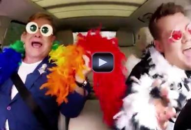 """Elton John canta in auto una bellissima  versione di """"Your Song"""""""