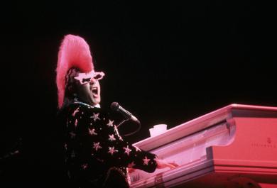 Elton John  a favore della comunità gay africana