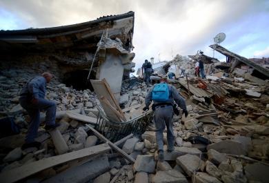 Le prime immagini dai luoghi colpiti dal Terremoto