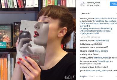 Copertina di un libro o selfie? L'effetto è spassoso!