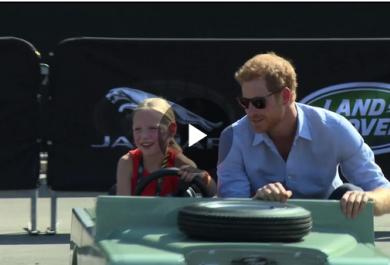 Guarda un po' chi fa da autista al Principe Harry