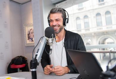 Luca Argentero ospite di RMC: le foto più belle