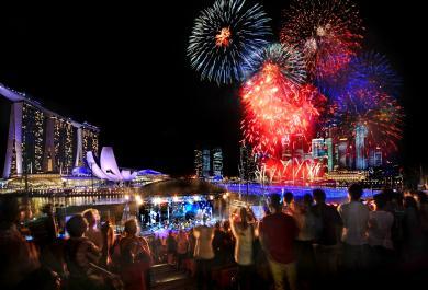 Le spettacolari immagini del Natale a Singapore