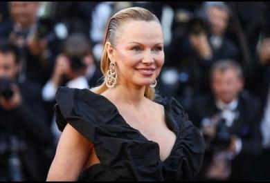 Pamela Anderson irriconoscibile a Cannes!
