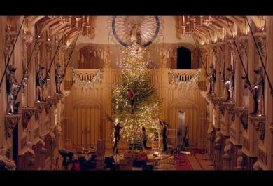 Maestoso e mozzafiato: guarda com'è l'albero di Natale della Regina Elisabetta